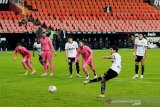 Tiga penalti dan gol bunuh diri buat Real Madrid takluk 1-4 di Valencia