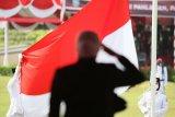 Gubernur Khofifah ajak warga bahu membahu hadapi tantangan di Hari Pahlawan