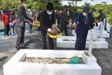 Bupati Barut tabur bunga di Taman Makam Pahlawan Dharma Persada