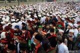 Simpatisan Rizieq Shihab memadati kawasan Bandara Soekarno-Hatta