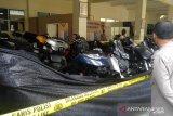 Polres Bukittinggi serahkan satu tersangka pengeroyokan prajurit TNI ke Kejaksaan