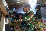 Satgas Pamtas Yonif 125/Si'mbisa obati warga kampung sakit malaria