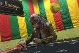 Tekat tudung manto di Bucu Budaya Disparbud Kota  Batam