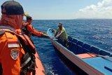 Basarnas Kendari evakuasi nelayan yang perahunya alami kerusakan mesin