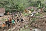 Pencarian Korban Tanah Longsor