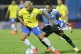 Brazil tundukan sepuluh pemain Uruguay