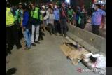 Seorang pejalan kaki tewas setelah ditabrak mobil mewah