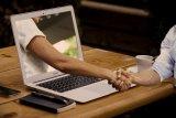 Prediksi tren asmara tahun 2021 mencakup kencan virtual