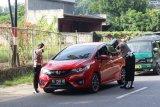 Provos Propam Polda Papua periksa kelengkapan kendaraan anggota Polisi