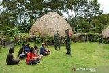 Babinsa Wamena tingkatkan upaya mencegah COVID melalui sosialisasi