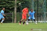 Saat bermain sepakbola, legenda timnas Indonesia Ricky Yakobi meninggal dunia