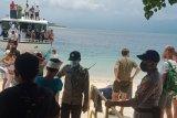 Polisi memeriksa wisatawan masuk ke Gili Matra Lombok Utara