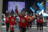 Sejumlah anak mengikuti gladi bersih World Kids Carnival (WKC) di Jember, Jawa Timur, Sabtu (21/11/2020). WKC merupakan perhelatan yang diinisiasi manajemen Jember Fashion Carnaval (JFC) yang akan diselenggarakan secara virtual pada Minggu (22/11/2020) dengan peserta 12 negara dari lima benua. Antara Jatim/Seno/mas.