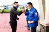 Mulyadi-Ali Mukhni sambut kedatangan AHY mendarat di Bandara Internasional Minangkabau