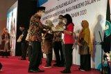 Direktorat GTK PAUD memberikan penghargaan pada guru inspiratif