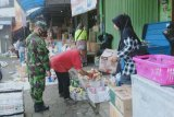 Babinsa Wonosobo ingatkan pedagang dan pembeli di pasar patuhi protokol kesehatan