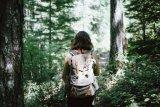 Ternyata jalan-jalan di alam bisa membantu menjaga mental tetap sehat selama pandemi COVID-19