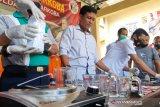 Penggerebekan rumah produksi sabu di Lotim: asal usul barbuk dari