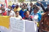 Masyarakat Raja Ampat unjuk rasa tuntut kepala kampungnya dilantik