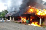 Polisi tangani kasus kebakaran tiga rumah warga di Mindiptana
