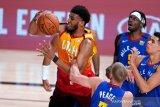 Philadelphia  76ers gaet center Tony Bradley dari Pistons