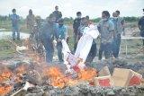 Petugas Bea Cukai Kualanamu pemusnahan sejumlah barang hasil sitaan atau Barang Milik Negara (BMN).