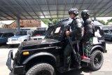 Prajurit TNI-AL menggelar latihan Penjinak Bahan Peledak (Jihandak) di Pangkalan Angkatan Laut Banyuwangi, Jawa Timur, Selasa (24/11/2020). Uji terampil Lanal Banyuwangi yang digelar setiap tahun itu untuk melatih kesiapsiagaan prajurit dalam mengantisipasi gangguan keamanan. Antara Jatim/Budi Candra Setya/um
