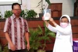 SMP di Semarang peringati Hari Guru melalui peluncuran antologi puisi