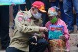 Kemensos mendistribusikan tenda dan logistik untuk pengungsi Merapi
