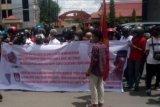 Polisi amankan enam pengunjuk rasa setelah bentrok di KPU Sulsel