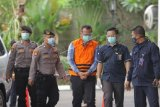 Menteri Kelautan dan Perikanan Edhy Prabowo (tengah) bersiap menjalani pemeriksaan perdana sebagai tersangka di Gedung Komisi Pemberantasan Korupsi (KPK), di Jakarta, Kamis (26/11/2020). KPK sebelumnya menetapkan tujuh tersangka dalam kasus dugaan suap terkait perizinan tambak, usaha, dan atau pengelolaan perikanan atau komoditas perairan sejenis lainnya tahun 2020. ANTARA FOTO/ Reno Esnir/nz
