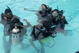 Pemkab Bangka Barat latih menyelam para pemandu wisata