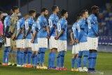 Kenang Maradona, para pemain Napoli pakai Jersey nomor 10