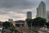 BMKG ingatkan potensi hujan disertai angin siang ini di wilayah Jakarta