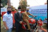 Bank Nagari salurkan bantuan pada dua kecamatan di Mentawai