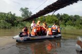 Disnakan Ogan Komiring Ulu  tebar 10.000 bibit ikan di Sungai Ogan