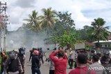 Dua polisi terluka saat bubarkan aksi demo di Sorong yang berakhir ricuh