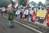 Puluhan emak-emak gelar aksi bela Wali Kota Risma