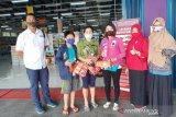 Posko pengaduan konsumen Bangka Belitung  bagikan ribuan masker