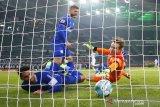 Gladbach menang 4-1 atas Schalke 04 untuk semakin benamkan sang lawan
