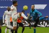 Lyon menggasak 10 pemain Reims 3-0 di Groupama