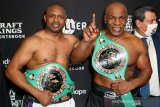 Duel Tyson vs Roy Jones berakhir imbang