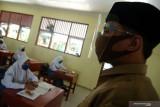 Tujuh guru dan siswa tertular COVID-19 selama PTM di  Semarang