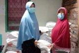 Penyaluran bantuan PKH Kampar patuhi prokes COVID-19