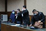 Jaksa terdakwa Pinangki Malasari bayari teman-teman jaksanya tes cepat COVID-19