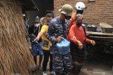 Warga di zona merah Gunung Ili Lewokotok  dievakuasi