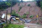 BPBD Garut evakuasi warga yang terdampak longsor di Talegong