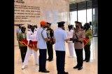 Lulus terbaik Sesko TNI, Kombes Akhmad Yusep raih penghargaan