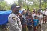 Jenazah wanita dan orok bayi yang ditanam di pondasi rumah di Lombok Tengah dimakamkan