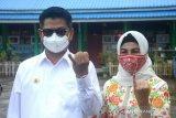 Gubernur Irianto dan istri berikan hak suara